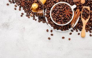 fundo de grãos de café torrados escuros