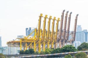 guindastes em cingapura foto
