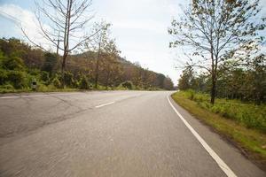 estrada no campo na tailândia foto