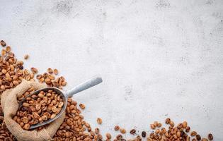 grãos de café torrados