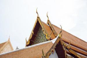 telhado de um templo tailandês foto
