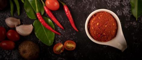 pasta de curry vermelho feita de chili foto