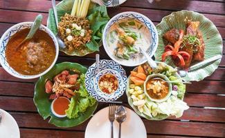 variedade de comidas tailandesas
