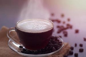 uma xícara de café quente