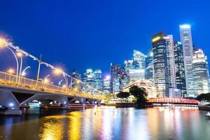 paisagem urbana de Singapura à noite