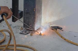 soldar parafusos de aço
