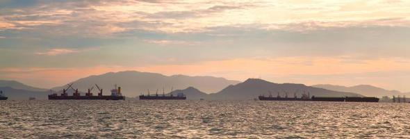 navios de carga no mar foto
