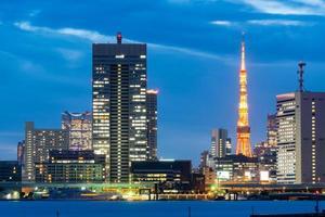 torre de Tóquio e paisagem urbana no Japão foto