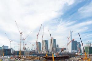 arranha-céus e projeto de construção em tokyo, japão foto
