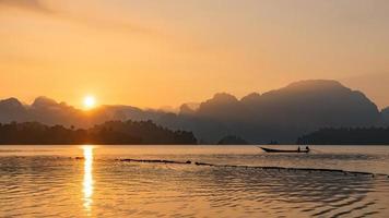 barco no sul da tailândia foto