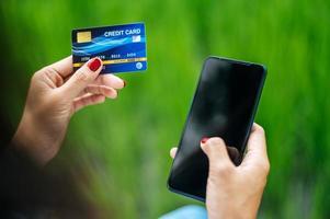 pagamento de mercadorias por cartão de crédito via smartphone
