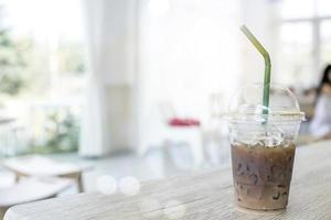 café gelado na mesa do café
