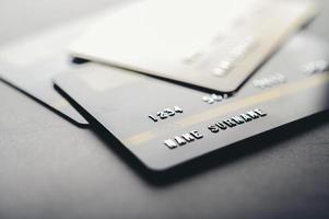 cartões de crédito empilhados foto