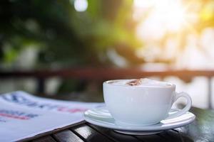 xícara de café com um latte