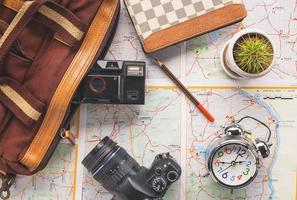 itens de planejamento de viagens em um mapa
