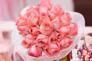 close-up buquê de flores de rosas vermelhas