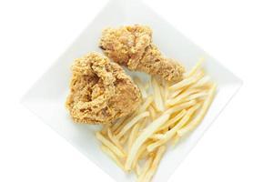 frango frito e batatas fritas foto