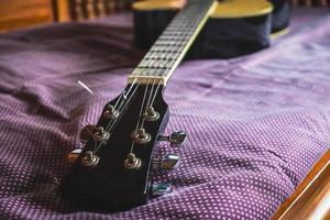 close-up de um braço de guitarra foto