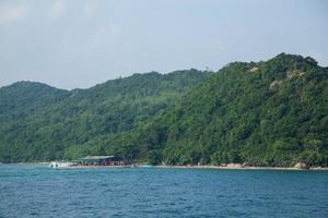o mar em koh larn, pattaya, tailândia foto
