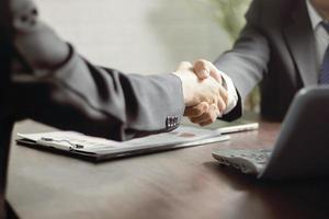 negociações e conceito de sucesso empresarial foto