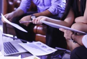 profissionais em uma reunião