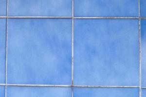 azulejos de parede azuis foto