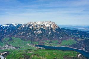 mt. pilatus visto do mt. Stanserhorn, Suíça foto