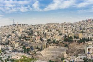 vista no teatro romano em amã, jordânia foto