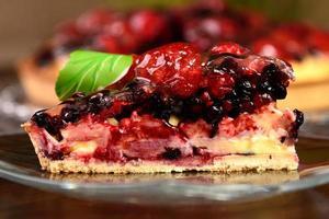 fatia de torta de frutas vermelhas