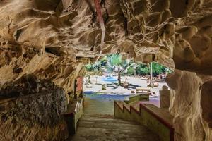 templo sam poh tong, gunung rapat na malásia foto
