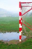 gol de futebol em um campo