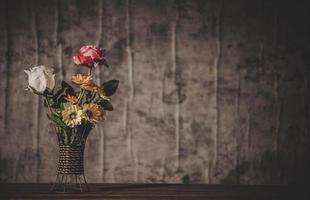 natureza morta com vasos de flores foto