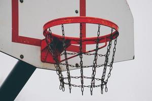cesta de basquete com rede de corrente