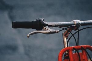 guidão de bicicleta laranja