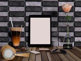 simulação de tablet em branco e dispositivos na mesa