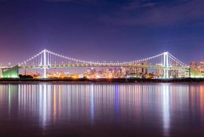 ponte arco-íris em tokyo, japão foto