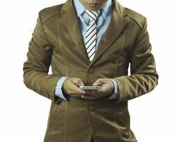 homem de negócios usando telefone isolado no fundo branco foto