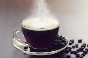 café em uma caneca de vidro foto