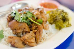 coxa de porco cozida com arroz, comida tailandesa foto