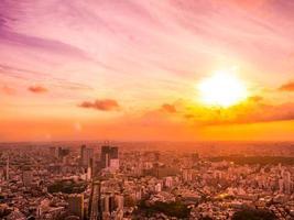 vista aérea da cidade de Tóquio ao pôr do sol foto