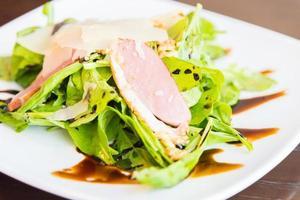 salada de peito de pato defumado