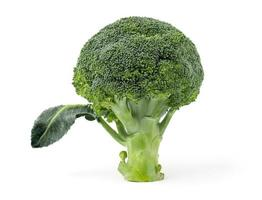 brócolis no fundo branco foto