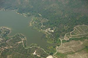 vista aérea de uma barragem