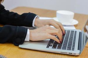 digitação profissional em um computador