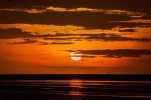 pôr do sol vermelho e laranja
