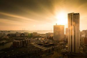 vista da cidade na hora dourada