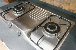 close up do fogão a gás na cozinha foto