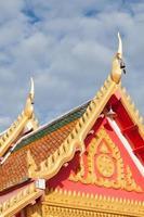 telhado do templo na tailândia foto