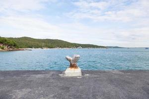 poste de amarração na costa