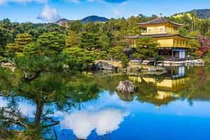 templo Kinkakuji ou o pavilhão dourado em Kyoto, Japão foto